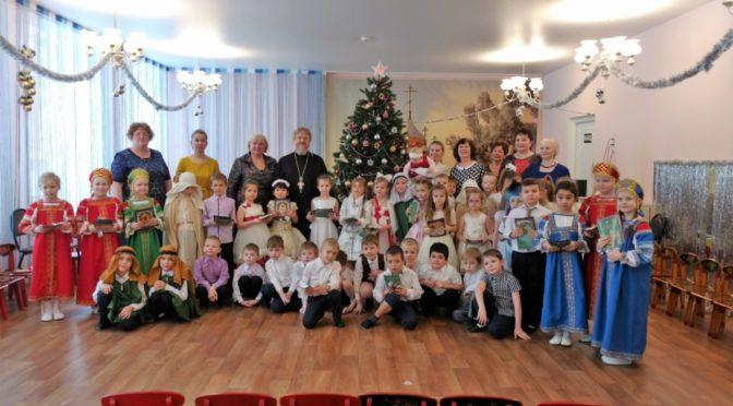 14 января в период Святок протоиерей Сергий Киселев посетил детские сады Наукограда