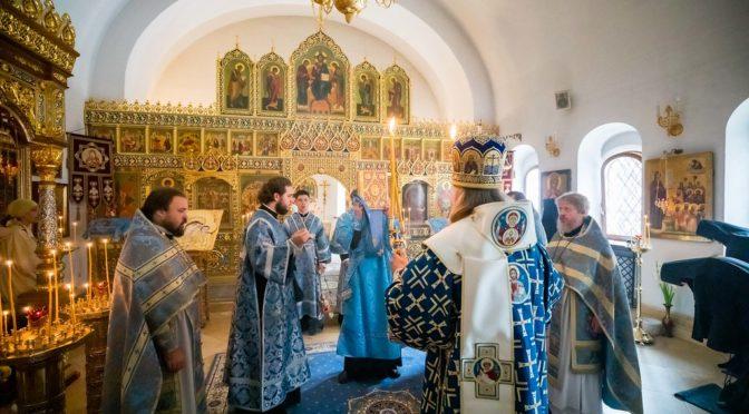 25 июля 2019 года протоиерей Сергий Киселев сослужил архиепископу Каширскому Феогносту в Зачатьевском монастыре