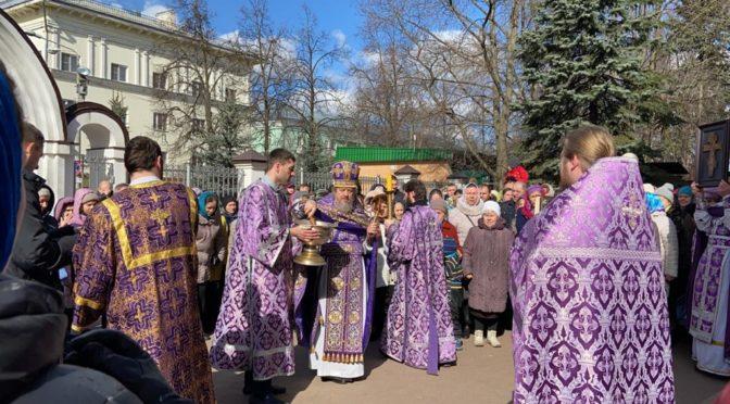 22 марта, в Неделю 3-ю Великого поста, Крестопоклонную, протоиерей Сергий Киселев совершил богослужения в храме Рождества Христова в Наукограде Фрязино