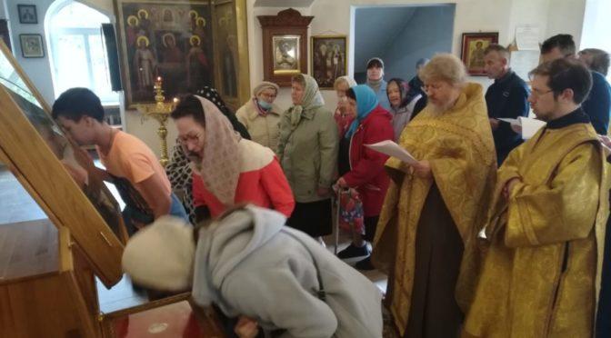 12 сентября 2020 года в храме Рождества Христова  г. Фрязино был совершен последний молебен перед иконой святых угодников Божиих
